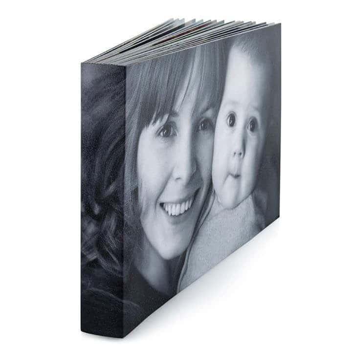Le Studio Fhano.eu propose un book, livre, album, appelez-le comme vous le voudrez, à un tarif très accessibles aussi, en finition par exemple d'une séance photo en studio ou lors de votre grossesse
