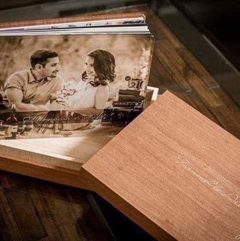 livre album de mariage en finition crystal glance avec couverture erable et l'option boite en finition erable ... Studio Fhano.eu vous présente des exemples d'album réalisés par Graphistudio
