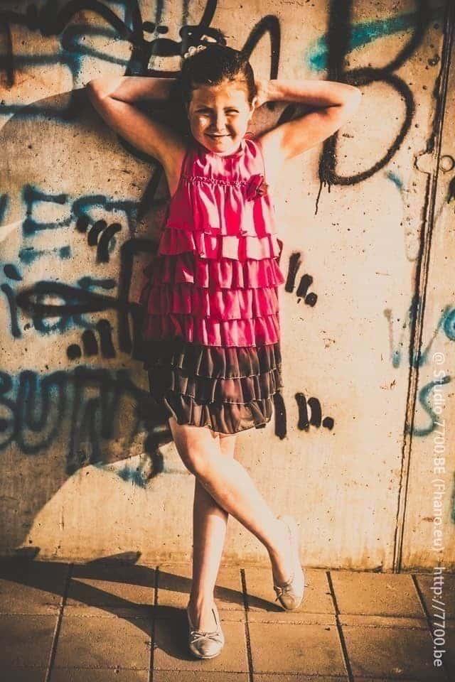 Photo portrait jeune feille en extérieur avec le Studio 7700.BE