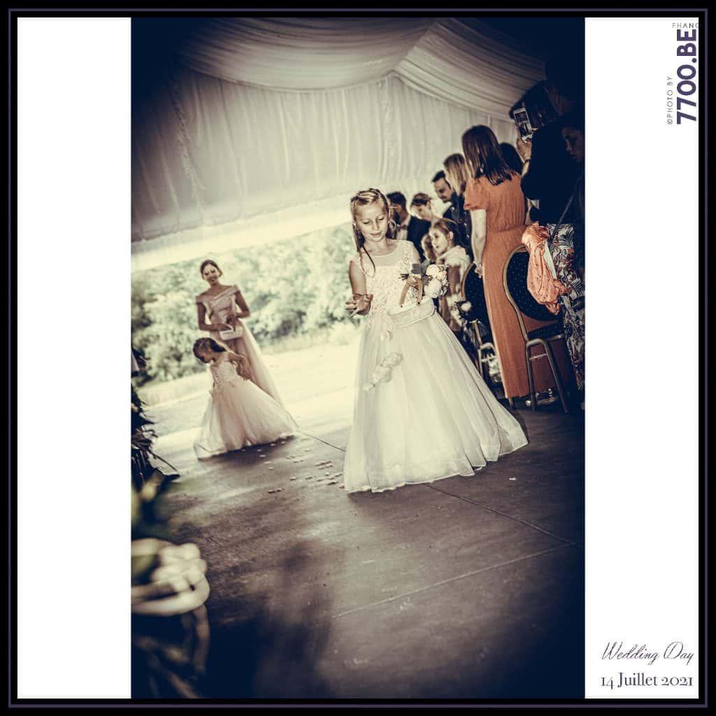 Entrée des enfants d'honneur - Cérémonie Laïque avec échange des sables - Quelques photos © faites par le studio 7700BE et votre photographe Fhano lors du mariage de GERALDINE ET SEBASTIEN