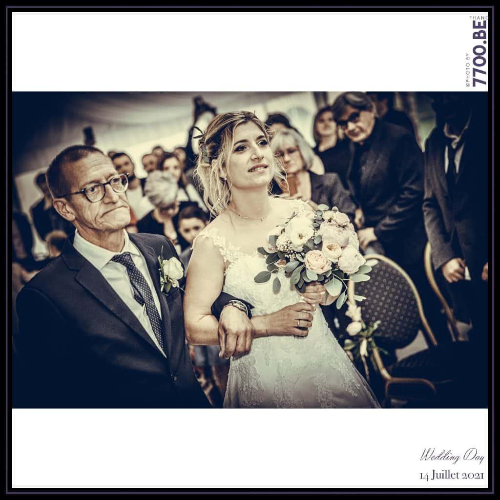 Arrivée de la mariée au bras de son papa - Cérémonie Laïque avec échange des sables - Quelques photos © faites par le studio 7700BE et votre photographe Fhano lors du mariage de GERALDINE ET SEBASTIEN