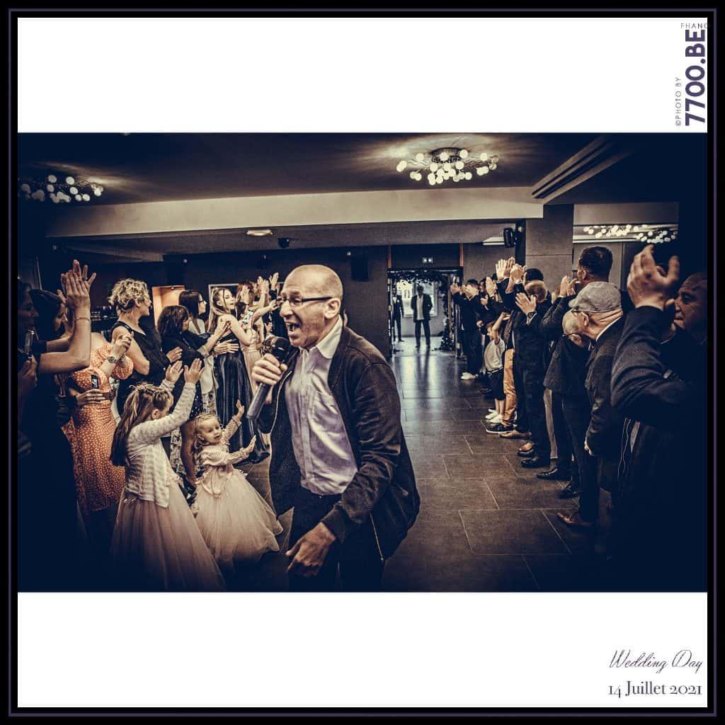 Entrée des mariés lors de la réception animée par Dj Momo au domaine de l'abbaye à Raismes - Quelques photos © faites par le studio 7700BE et votre photographe Fhano lors du mariage de GERALDINE ET SEBASTIEN